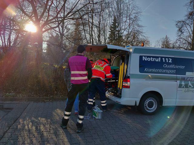 Einsatz mit Krankenwagen bei der Sanitäter-Abschlussübung