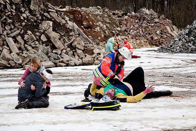 Eine Notfallrettungsübung im Winter.
